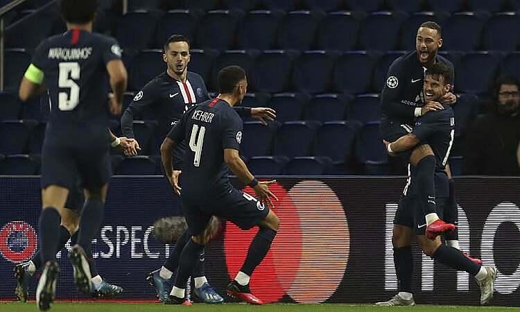 Cầu thủ PSG mừng bàn mở tỷ số của Neymar. Ảnh: AP.