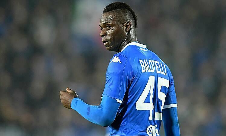 Balotelli đùa rằng Serie A ưu ái Juventus. Ảnh: Reuters.