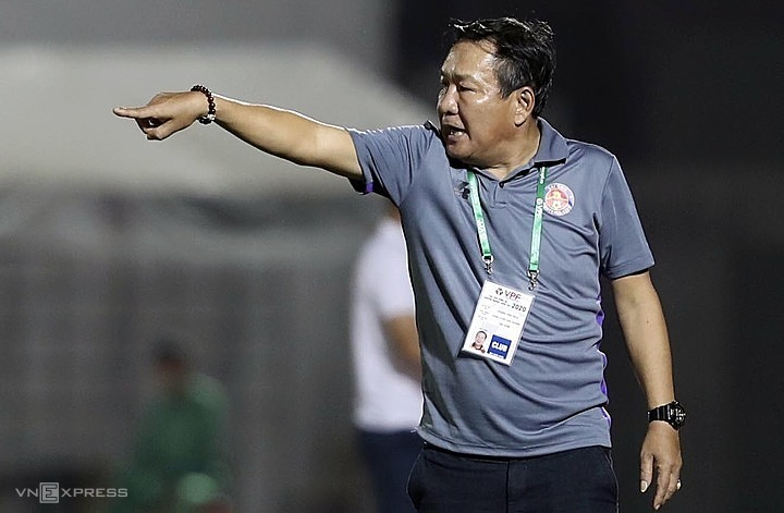 HLV Hoàng Văn Phúc chỉ dẫn dắt Sài Gòn FC đúng một trận trước khi xin nghỉ việc. Ảnh: Đông Huyền.