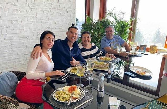 Ronaldo và gia đình đang nghỉ tại quê nhà Madeira. Ảnh: Instagram.