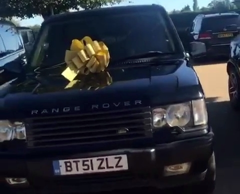 Chiếc Range Rover hỏng được Fabregas dùng làm quà cho Caballero hồi năm 2018.