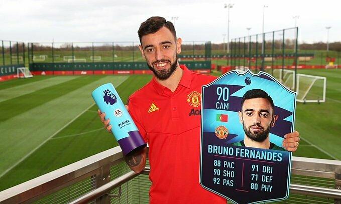 Fernandes cùng danh hiệu tháng hai, và chỉ số game FIFA. Ảnh: PL.