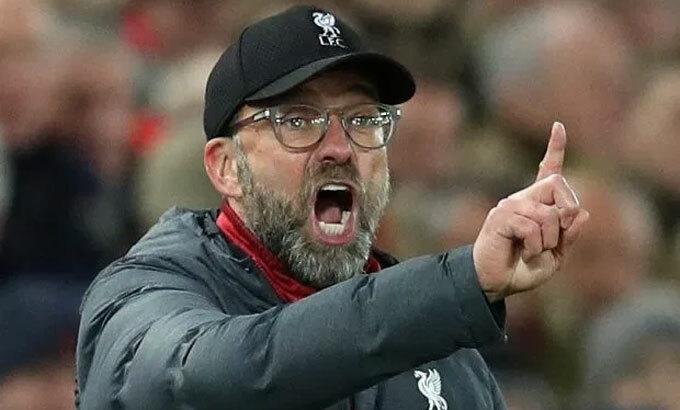 Bàn giấy có thể là nơi quyết định chức vô địch vốn nằm trong tầm tay Liverpool. Ảnh: Rex.
