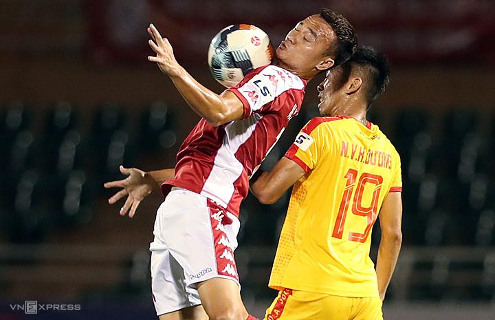 Cầu thủ 26 tuổi thừa nhận, anh cần cải thiện thể lực để đáp ứng chuyên môn. Ảnh: Đức Đồng.