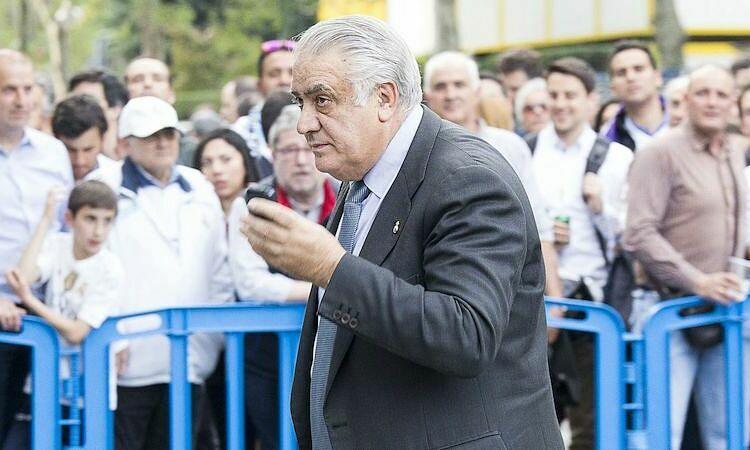 Lorenzo Sanz là chủ tịch Real từ năm 1995 đến 2000. Ảnh: EPA.