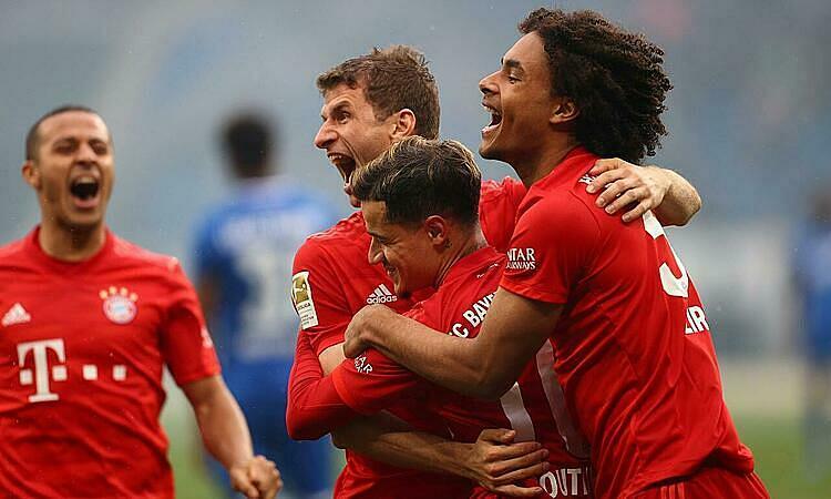 Các cầu thủ tại Đức có thể phải giảm lương để chia sẻ khó khăn chung với giải đấu. Ảnh: Reuters.