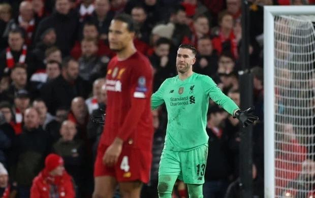 Sai lầm của thủ thành Adrian vừa khiến Liverpool bật bãi khỏi Champions League. Ảnh: Reuters.