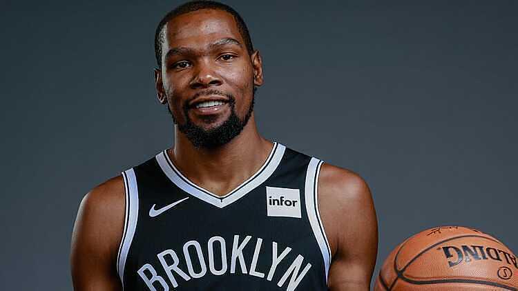 Durant nhận lương 37,2 triệu USD dù không thi đấu trận nào mùa này. Ảnh: USA Today.