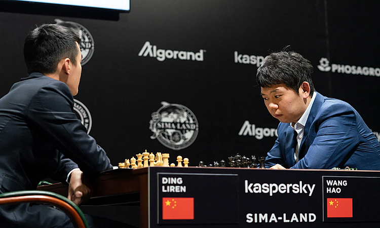 Vương Hạo (phải) đánh bại kỳ thủ số một Trung Quốc - Đinh Lập Nhân. Ảnh: Lennart Ootes.