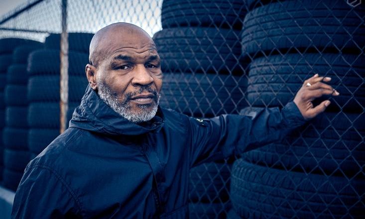Mike Tyson ở tuổi 53 vẫn giữ nét cương nghị như thời trai trẻ.