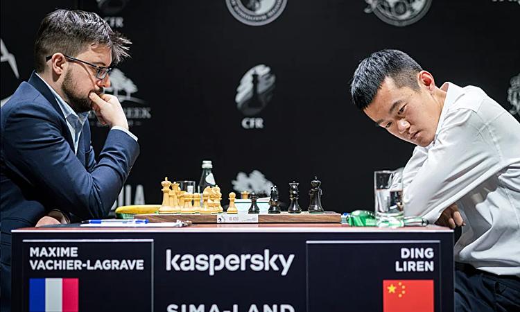 Đinh Lập Nhân (phải) thua Vachier-Lagrave. Ảnh: Lennart Ootes.