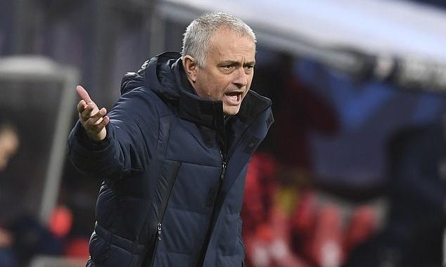 Berbatov: Chưa thể đánh giá Mourinho mùa này - ảnh 1