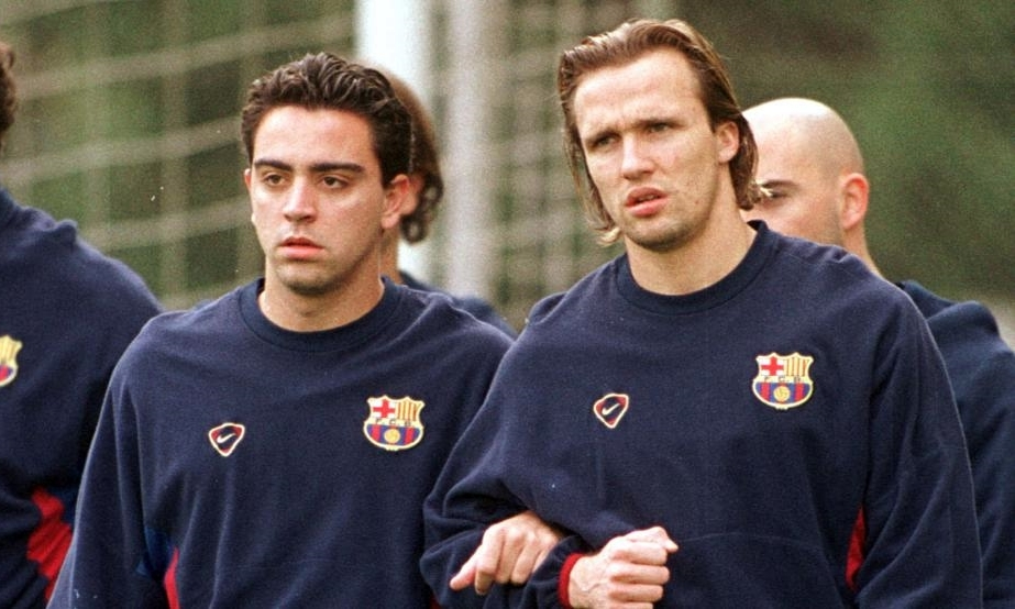 Zenden (phải) có ba năm chơi bóng cùng Xavi, khi ấy là cầu thủ trẻ được đôn lên từ lò La Masia. Ảnh: MD.