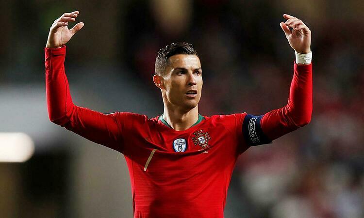 Ronaldo vẫn được Pele đánh giá cao hơn Messi. Ảnh: Reuters.
