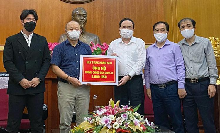 HLV Park ủng hộ 5.000 USD - ảnh 1