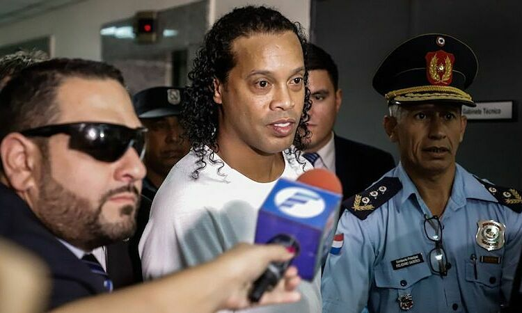 Rivaldo phiền lòng vì Ronaldinho ngồi tù - ảnh 1