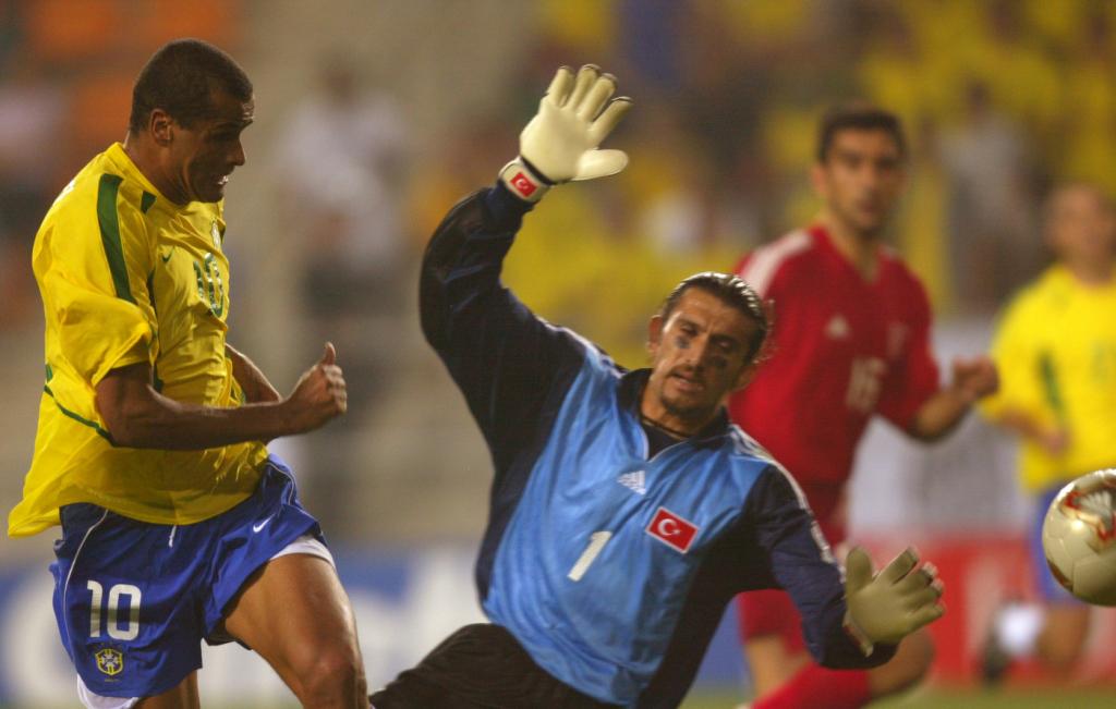 Huyền thoại bóng đá Thổ Nhĩ Kỳ nhập viện vì nCoV - ảnh 1