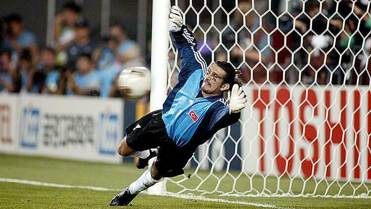 Recber tỏa sáng tại World Cup 2002. Ảnh: Reuters.