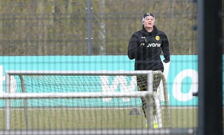 Dortmund tập theo cặp cầu thủ - ảnh 1