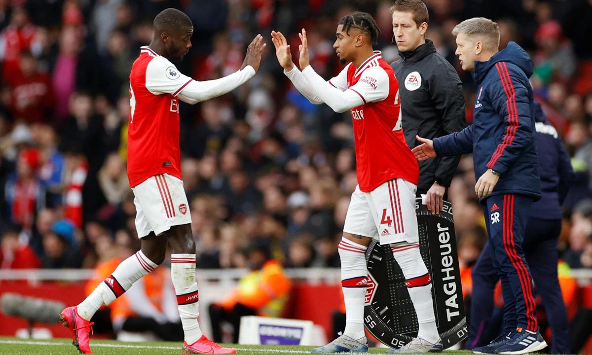 Các HLV Ngoại hạng Anh đòi được thay 5 người trong một trận đấu. Ảnh: Reuters.