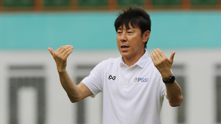 Indonesia muốn HLV Shin Tae-yong giảm lương - ảnh 1