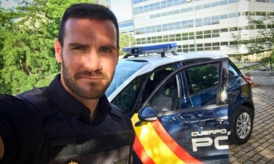 Craviotto trong trang phục cảnh sát. Ảnh: Instagram.