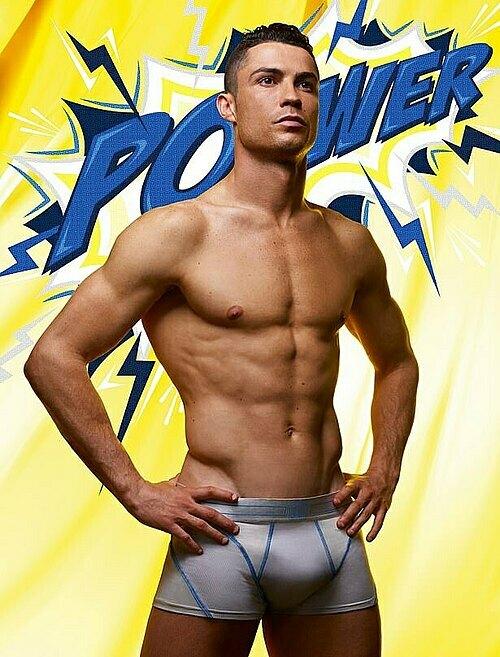 Ronaldo sắp thành tỷ phú - 2