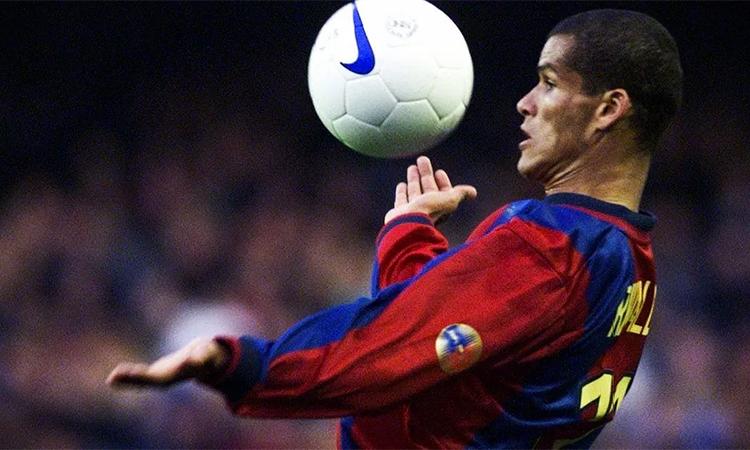 Với Rivaldo, cú hattrick vào lưới Valencia năm 2001 xứng đáng có một vị trí trang trọng như bất kỳ danh hiệu lớn nào ông từng có được.