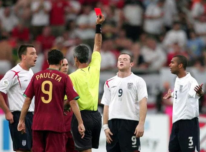 Rooney thân Ronaldo hơn sau sự cố thẻ đỏ - ảnh 2