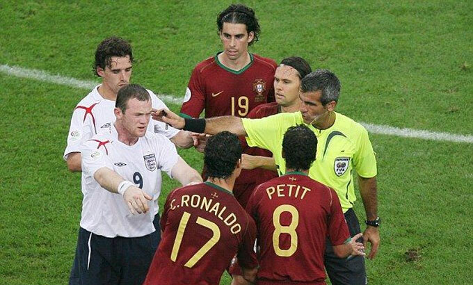 Rooney thân Ronaldo hơn sau sự cố thẻ đỏ - ảnh 1