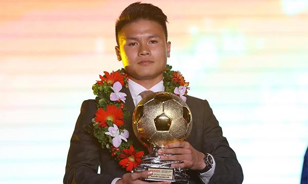 Quang Hải đoạt Quả Bóng Vàng 2019. Ảnh: Đức Đồng.