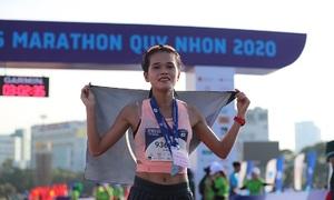 Lê Văn Tuấn, Hồng Lệ vô địch VnExpress Marathon Quy Nhơn