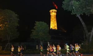 Đường chạy đêm Hanoi Midnight hấp dẫn pacer