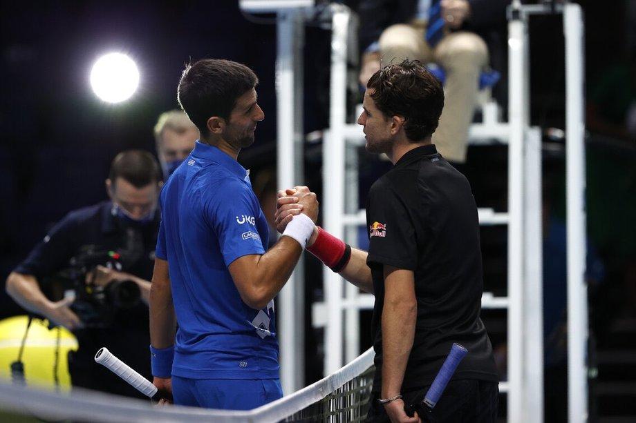 Djokovic (trái) lại lỡ hẹn với ATP Finals – giải đấu anh từng năm lần chinh phục thành công nhưng chưa vô địch kể từ 2015. Ảnh: Sky.