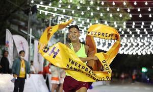 Trịnh Quốc Lượng, Hồng Lệ vô địch giải chạy đêm Hanoi Midnight