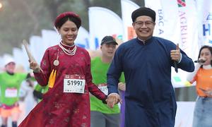 Áo dài ngũ thân trên đường chạy VnExpress Marathon Huế
