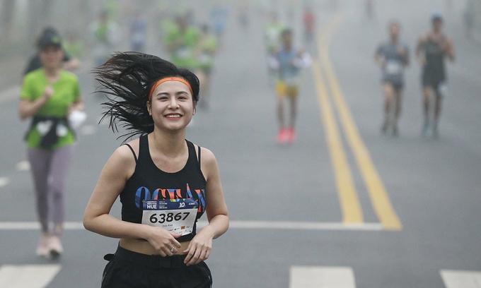 Lần đầu in tên VĐV lên áo tại giải marathon VM Hạ Long